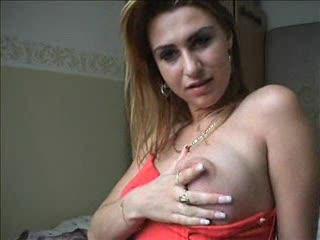 Meid stript voor de webcam