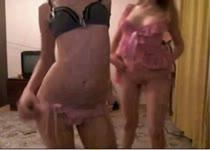 Beste vriendinnen geven webcam striptease