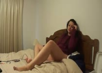 Meisje filmt zichzelf tijdens het vingeren
