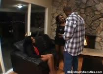 Zwarte trio met veel spanking