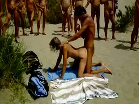 iedereen staat te kijken tijden sex in de duinen