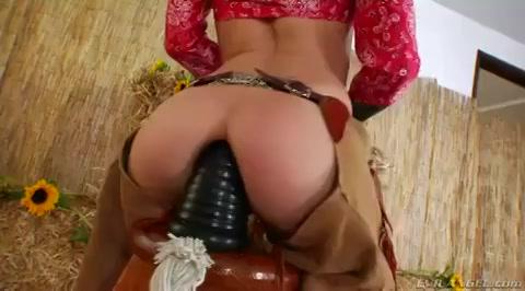 Een extreem grote anaal dildo