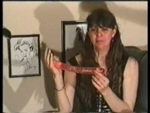 Kinky huisvrouwtje doet een adembenemend trucje
