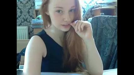 Super lekker en schattig roodharig webcam meisje