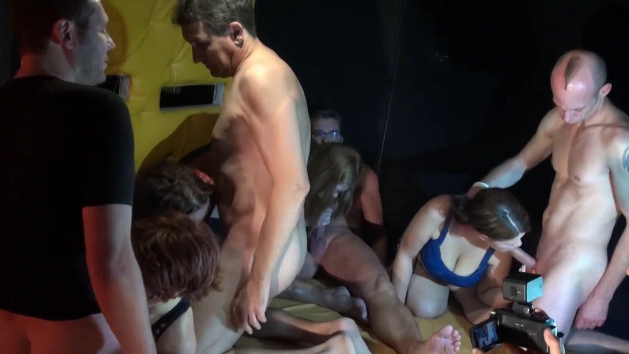 Een groot matras vol neukende amateurs