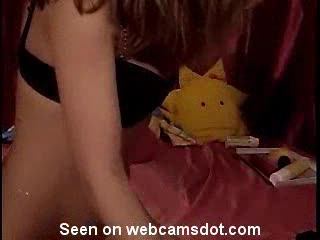 Heel heet vrouwtje geeft een geile webcam show weg