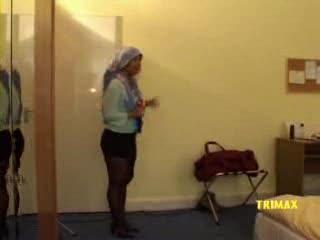 Een integratie sletje wordt geneukt op een hotelkamer