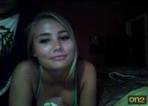 Lekkere webcammeid ligt op bed