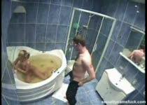 Amateurs neuken op de badkamer