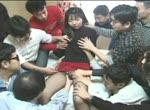 Aziatisch meisje tijdens bukkake gangbang