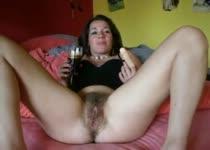 Huismoeder heeft haar op haar poes