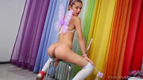Sexy ladyboy speelt met haar stijve lul