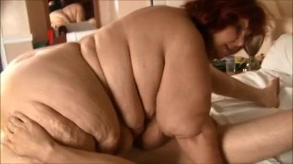 Gecrushed door dikke dame in standje 69
