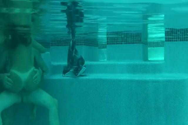 Neuken in het zwembad