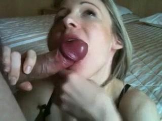 Ze laat zich prima in haar mondje neuken