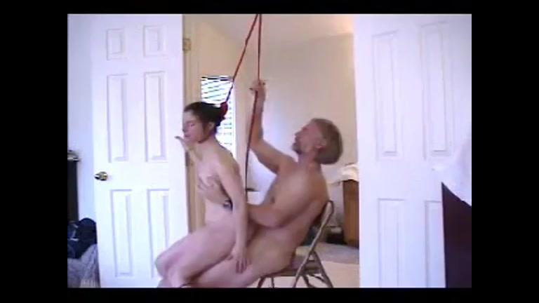 Gevaarlijke sex met strop om haar nek