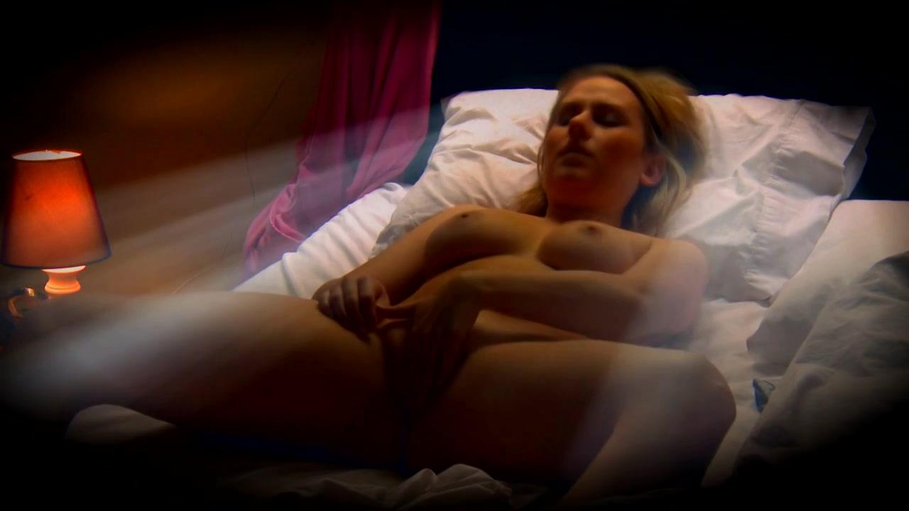 Rond bedtijd zet ze haar cam aan om na een orgasme in slaap te vallen