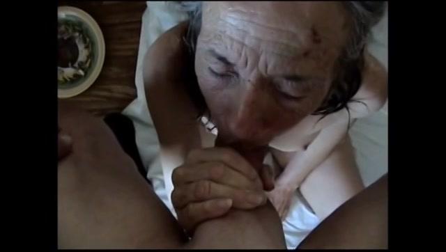 Oma krijgt een cum facial