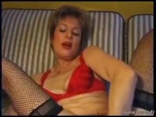 Kinky Francaise vuist neukt haar harige kut