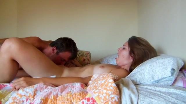 Meekijken bij een sexy jong stel op webcam