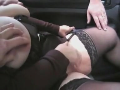 Man rijd zijn wellustige vrouw naar sex parkeerplaats
