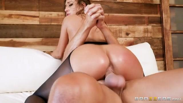 Leuke sex met een geile rondborstige brunette