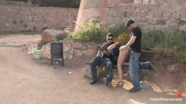 Knal harde trio sex in een openbaar park