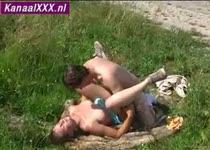 Wilde sex in een bosrijk gebied